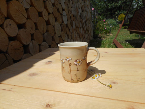 Kávový, vysoký hrnek louka